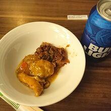 料理と缶ビール