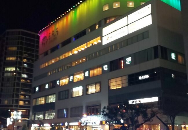 横浜を流れます