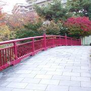 赤が目を引く有馬温泉の橋