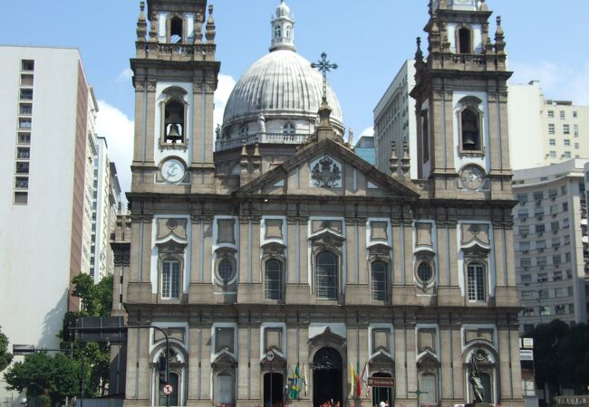 伝統的建築の大聖堂