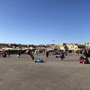 町の中心にある広場