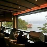 芦ノ湖を眺めながらゆったりとランチが楽しめます。