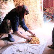ベルベル・ピザのCooking 教室/メルズーガ砂漠のアクティビティ