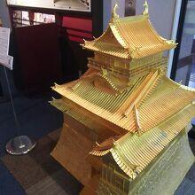 金の犬山城