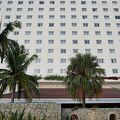 石垣市内の北側にある高層のホテル。