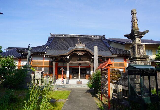 高岡の名前の起源に関係する寺です