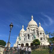 美しい白亜の寺院