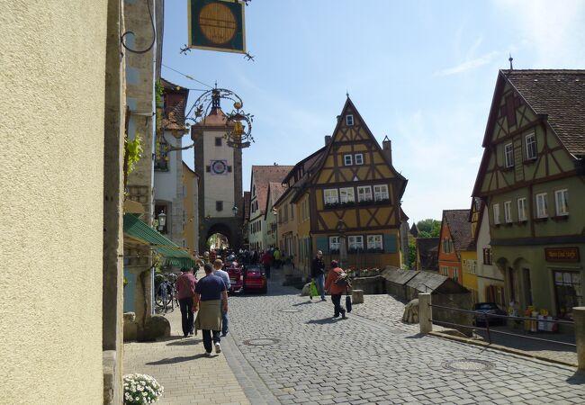 ローテンブルクで、もう一つ付け加える美しい景観は人気のPloenleinプレーンラインだろう。