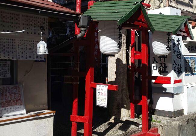 こじんまりとした神社