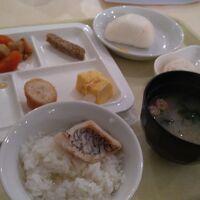 ビュッフェスタイルの朝食、あご出汁の鯛茶漬けが美味しかった