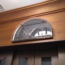 ホテル内のエレベータは2基。ちょっとレトロなイメージです