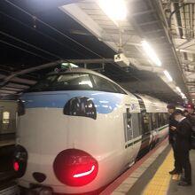 新大阪発のくろしおは阪和線ホームではなく15番線から出る