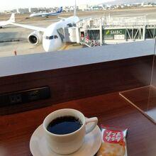 飛行機の見える窓際席がお気に入りです