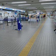 小松空港内