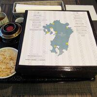 朝食で選んだ和食は二段のお重&ブッフェ台の料理もご自由に