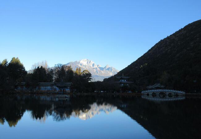 玉龍雪山を望むことの出来るロケーションでした。