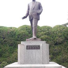池田勇人氏銅像