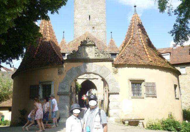 ローテンブルクのブルク門は、かつてこの町が帝国自由都市であったことを伝えている。