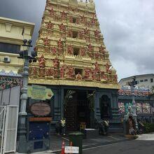 スリ センパガ ヴィナヤガー寺院