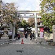 坂道の上にある神社です