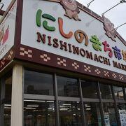 お土産も琉球の食材も揃う食料品店