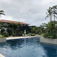 リゾート感溢れるプール