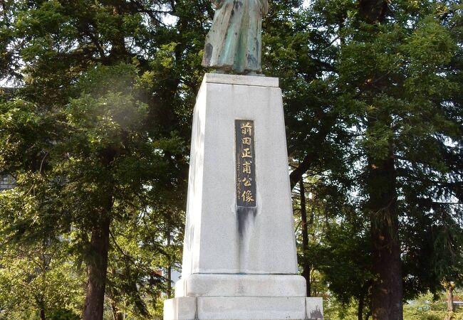 富山の薬の生みの親の像