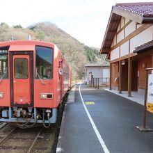 出雲坂根駅にてスイッチバック準備中