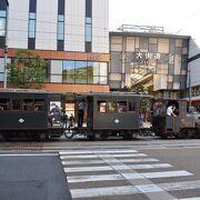 小型で可愛らしい列車