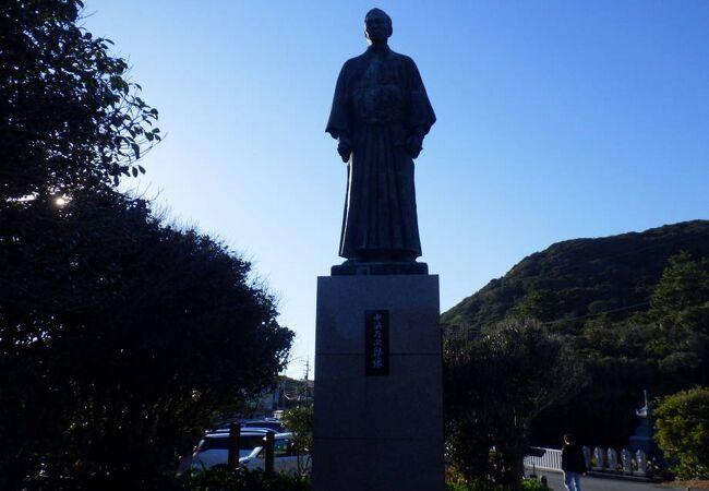 高知中に点在する偉人の銅像の1つ