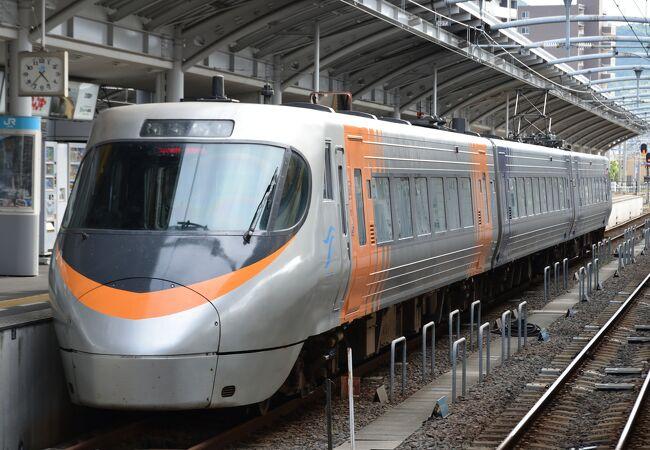 高松と松山を結ぶ特急列車