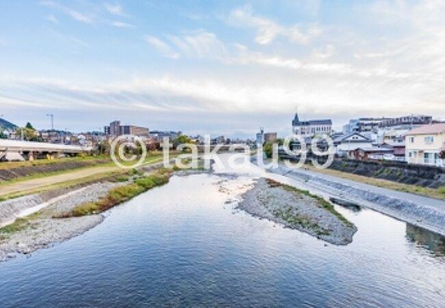 京都の街中を南北に流れている川です。