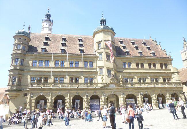 ローテンブルグ:市庁舎は町の中心、何処に行くにもここを起点して、行動するのがベストだ。
