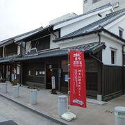櫛田神社の表参道沿いにあります