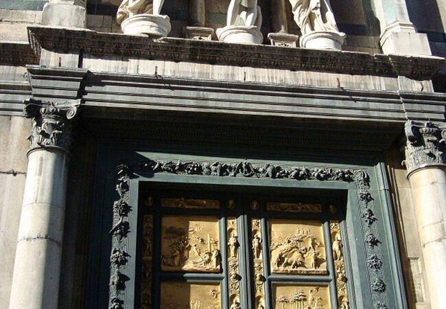 フィレンツェで最も古い宗教建築です。