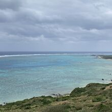 展望台右手の海の色が綺麗でした。
