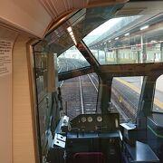 最後尾車両最後部の2人掛け座席を利用