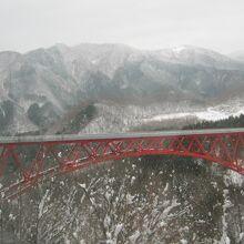 冬の三井野大橋の絶景も記憶に残る風景の一つです