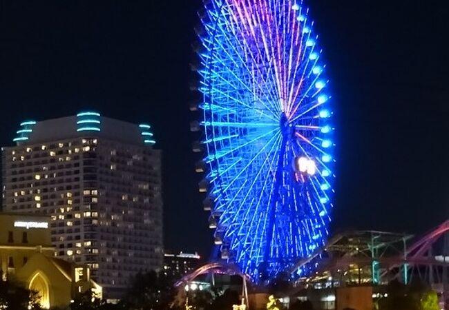 よこはまコスモワールドは毎夜、イルミネーションが綺麗で夜の横浜の象徴になっています。