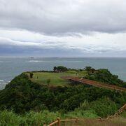 斎場御嶽と共に久高島が見渡せる