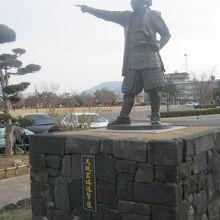 久坂玄瑞進撃像 (萩市中央公園内)