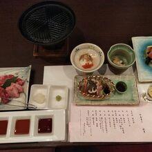 夕食の食前酒、先附、前菜、刺身、鉄板焼き+イワナ。