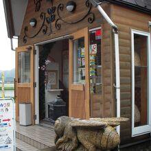 田沢湖のはちみつ専門店の山のはちみつ屋と薪と本格石窯で焼き上げるナポリピザレストランです。
