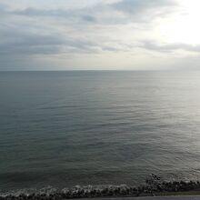 海が目の前です