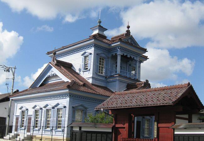 ブルーの建物