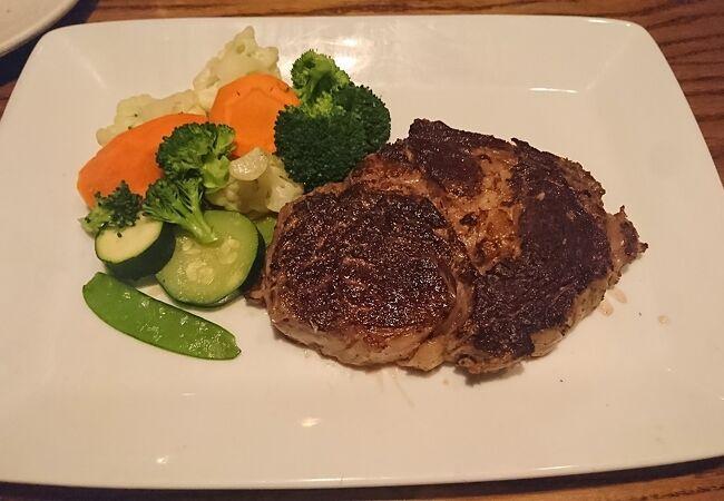 アメリカらしく大きめのステーキ