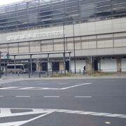 斬新な建築であり、駅ビルでは日本一の大きさです