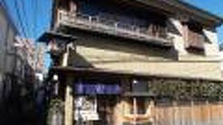 旧東海道沿いにあります。