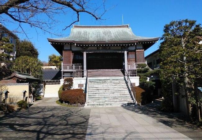 住宅街の中にあるお寺