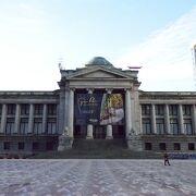 数々の名画が展示されている博物館